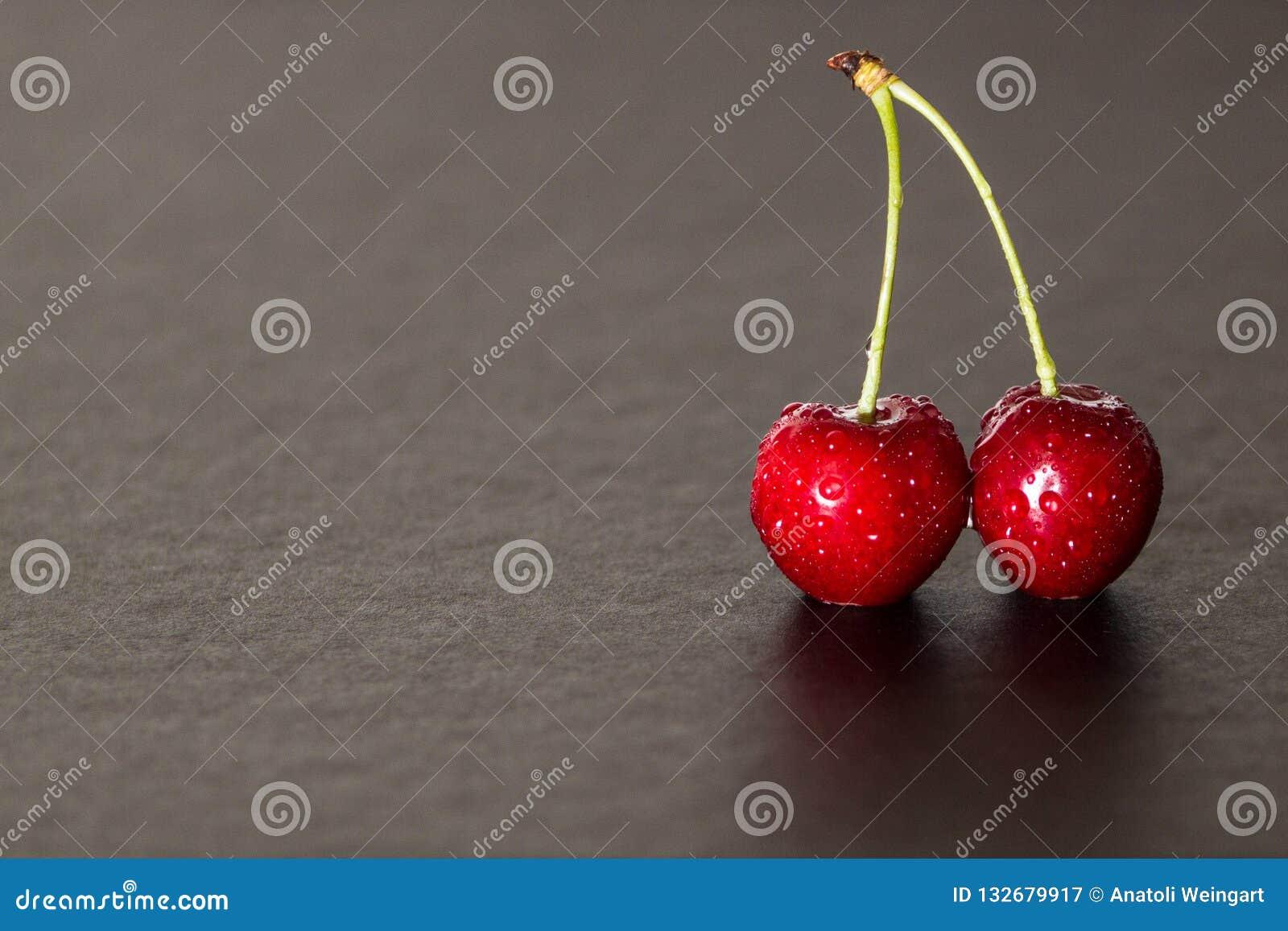 Ciliege rosse con la sgocciolatura