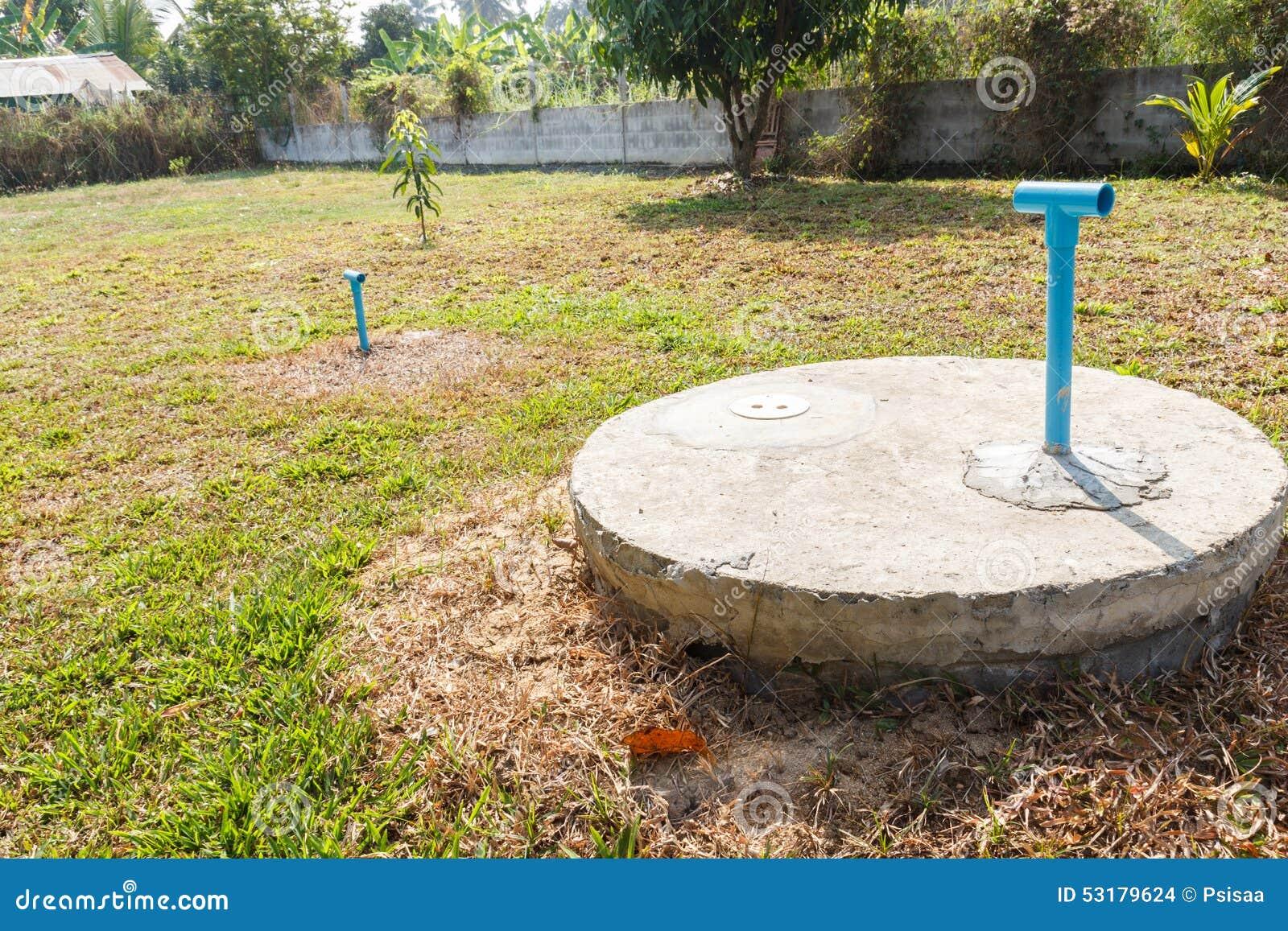 cilindro sotterraneo del cemento del pozzo nero del lavabo