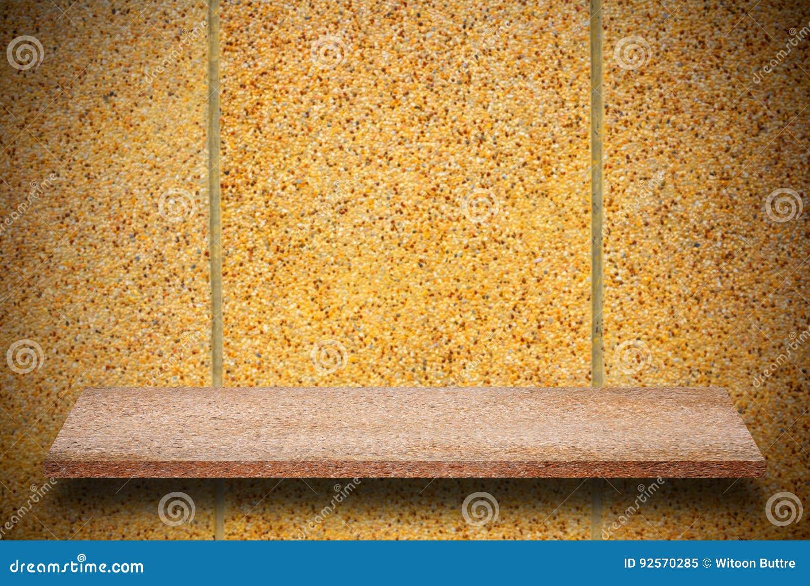 Cima vuota degli scaffali di pietra naturali e del fondo della parete di pietra