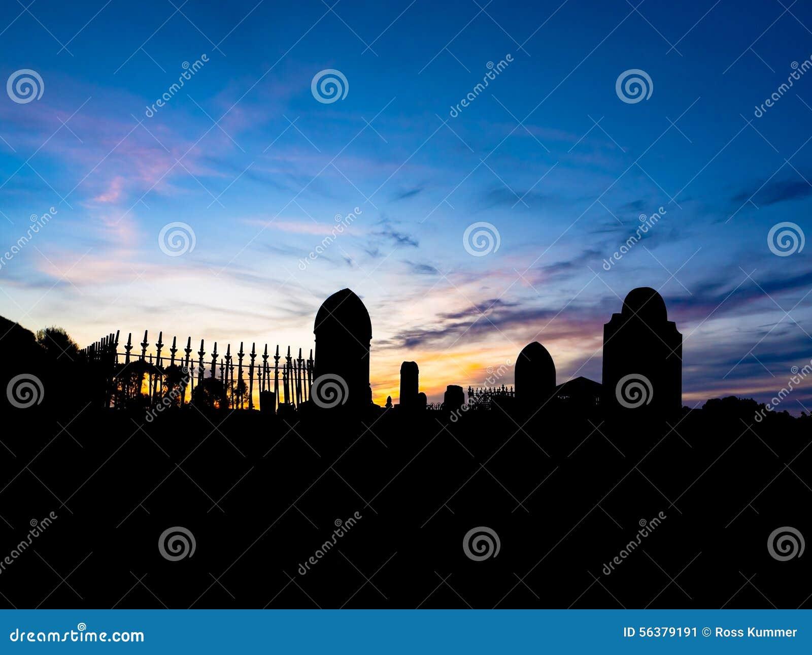 Cimetière au coucher du soleil