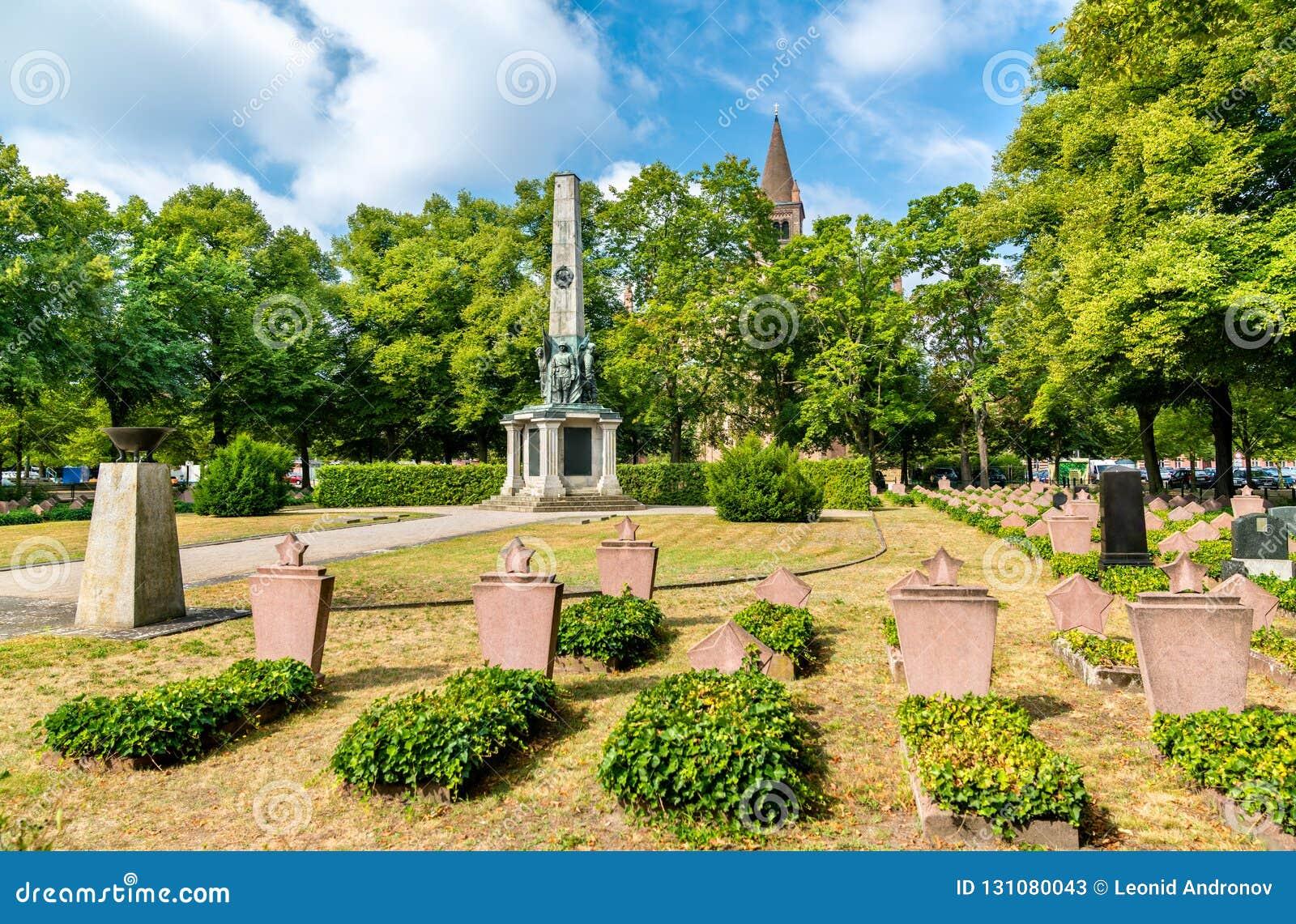 Cimetière commémoratif militaire soviétique à Potsdam, Allemagne