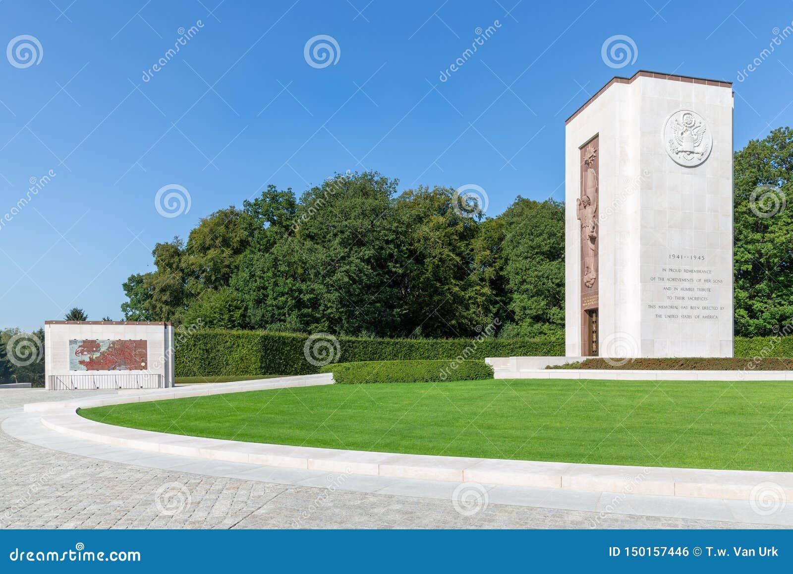 Cimetière de l Américain WW2 avec le monument commémoratif et carte au Luxembourg
