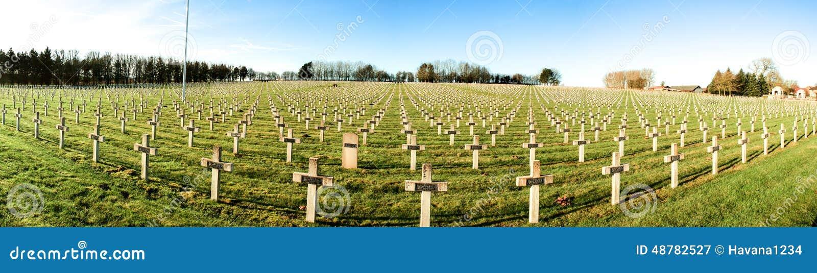 Cimetière de panorama des soldats français de la guerre mondiale 1 dans Targette