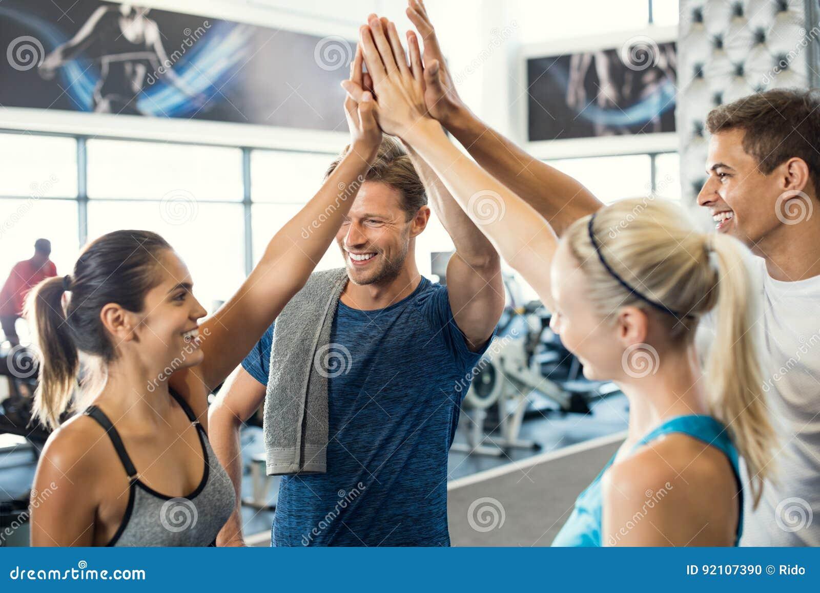 Cinco altos no gym