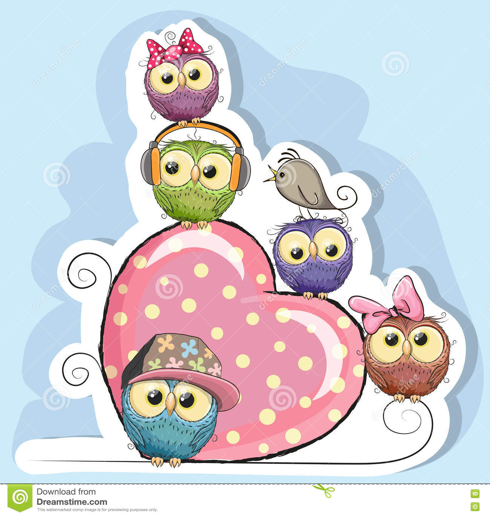 Cinco búhos se están sentando en un corazón