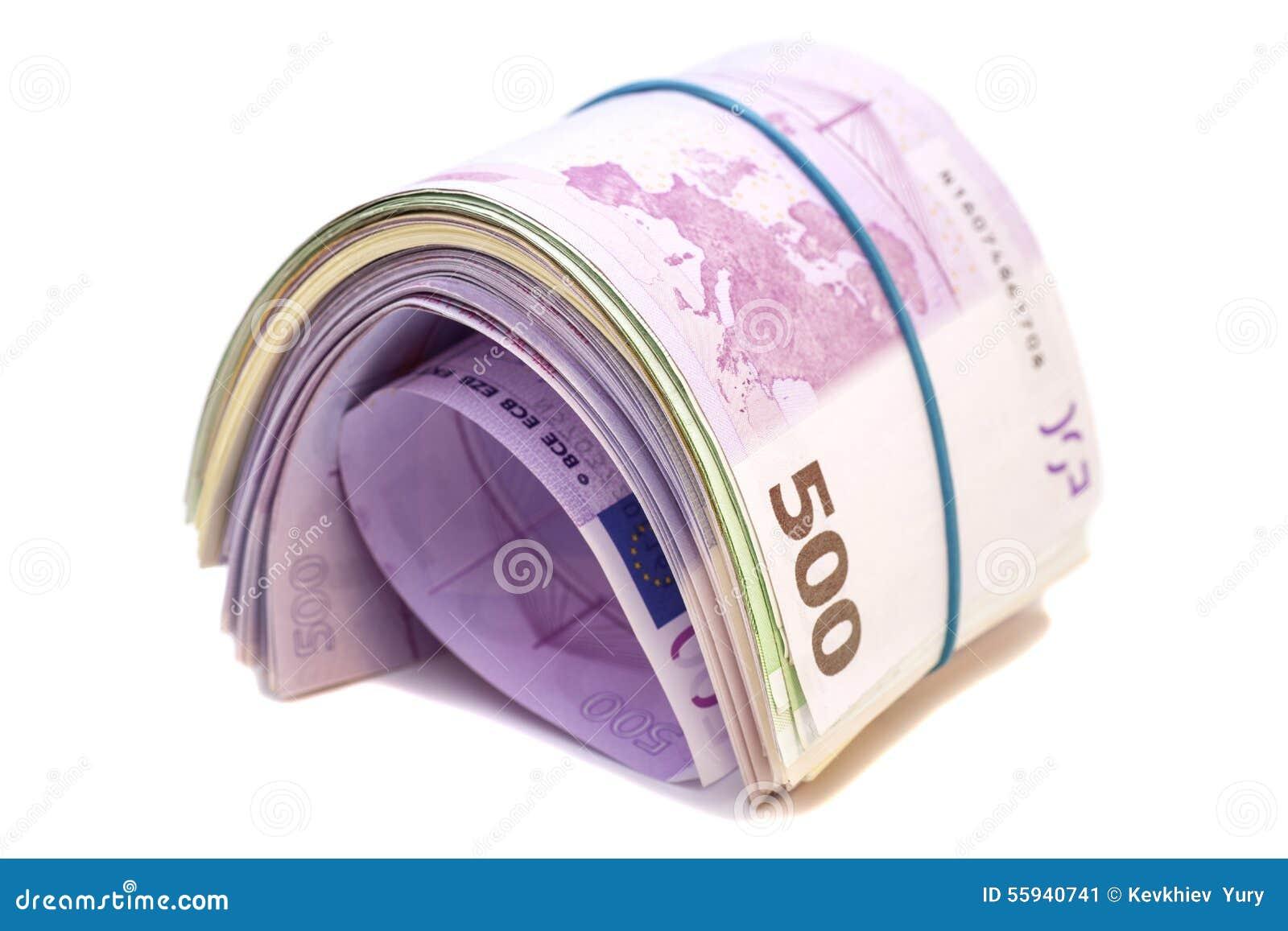 Cinco centésimos billetes de banco euro debajo de la goma