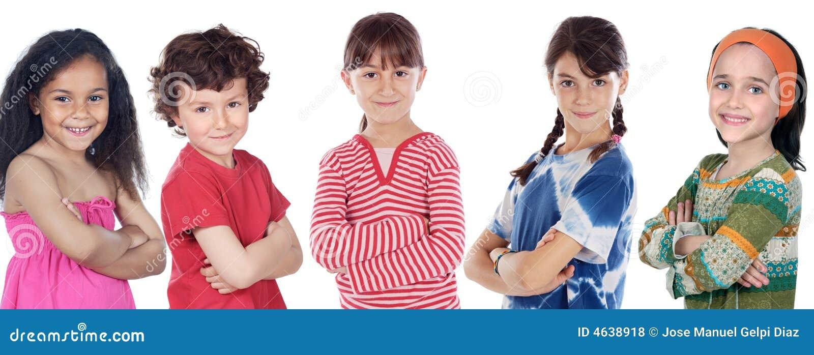 Cinco crianças dos adorables