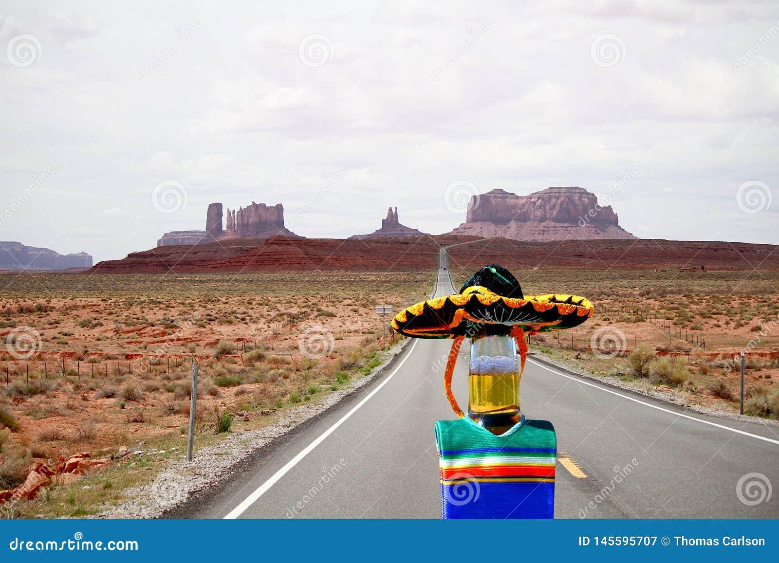 Cinco de Mayo ölflaska som kör från monumentdalen, Utah