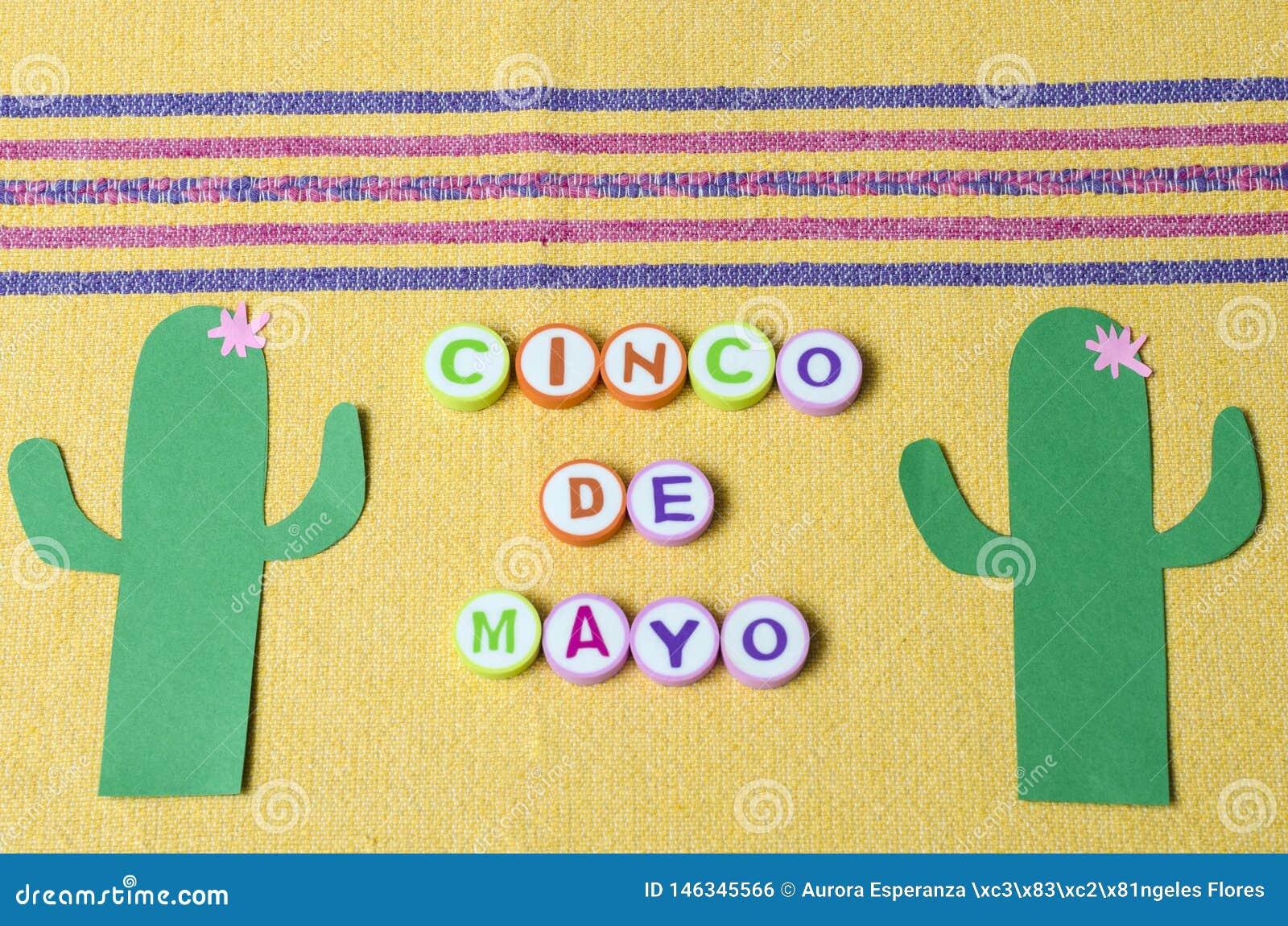 Cinco De Mayo a fait ? partir des lettres color?es et du cactus de Livre vert