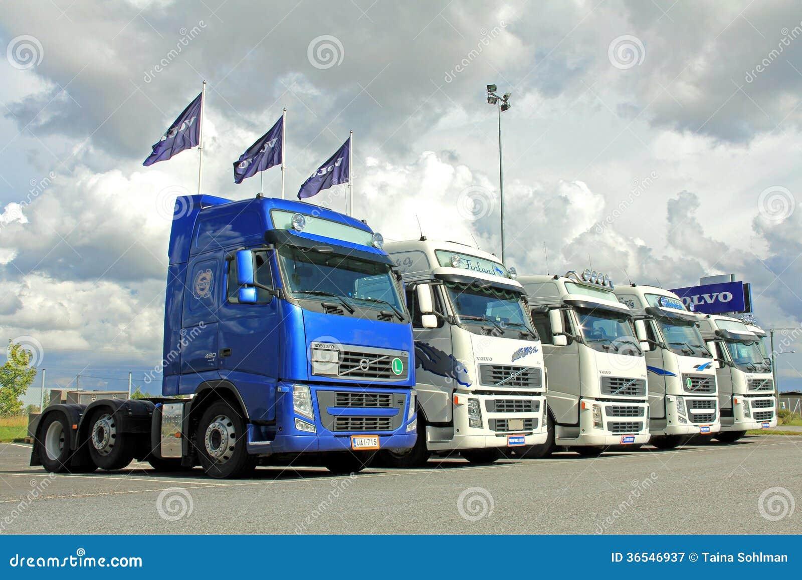 Cinco tratores do caminhão de Volvo