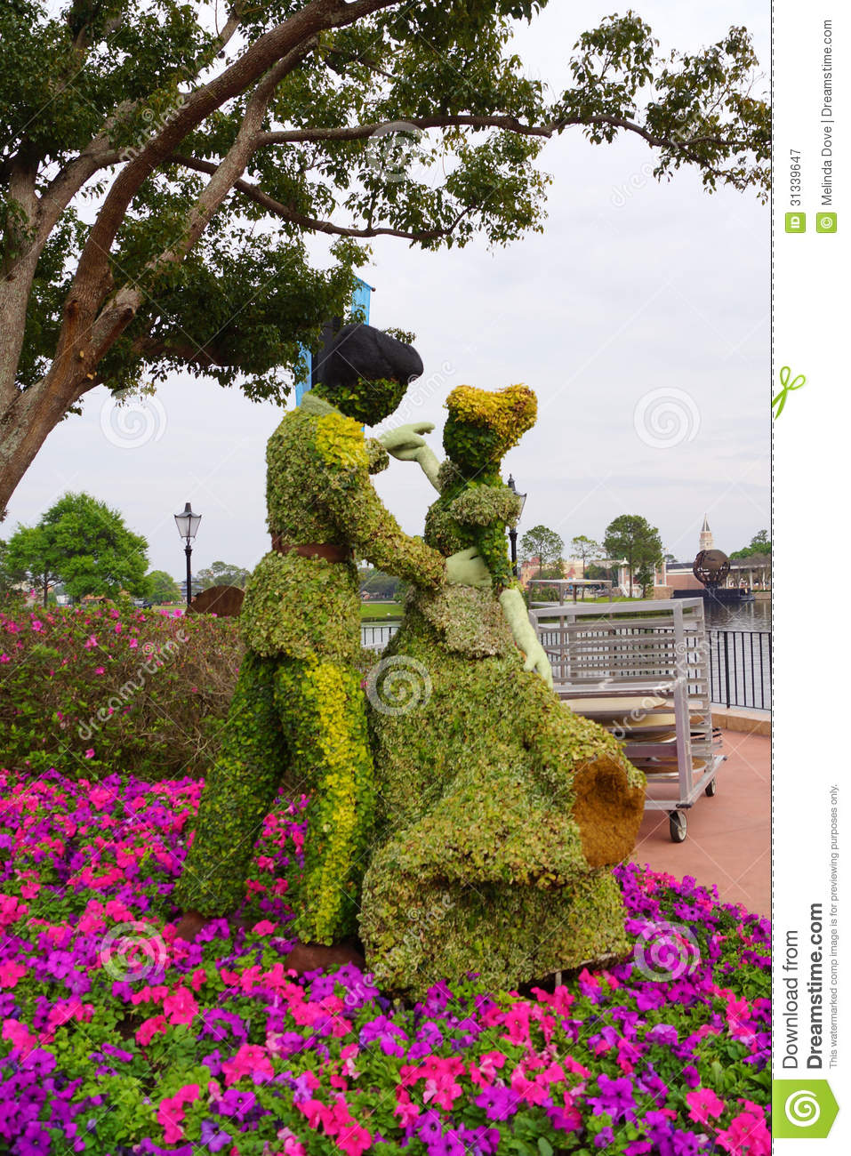 Cinderella And Prince Charming Topiary Editorial ... - photo#27