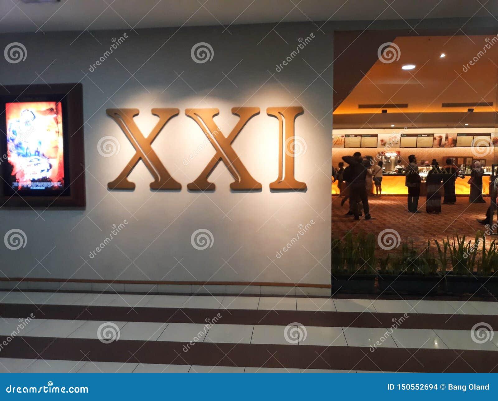 Cine XXI dentro de un centro comercial 21 cines son la segundo mayor cadena del cine en Indonesia