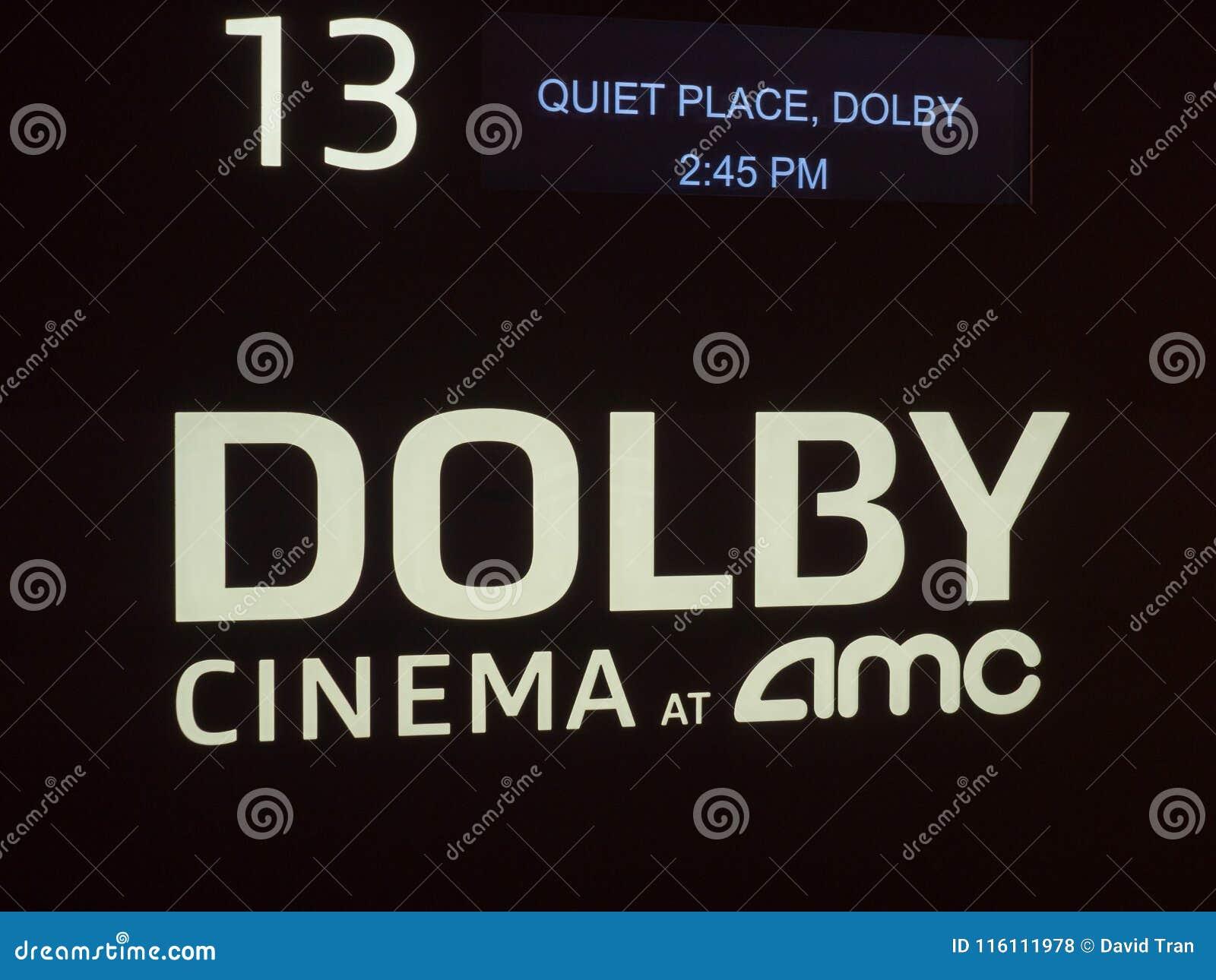 Cinema do Dolby no logotipo da certificação de AMC fora de um theate do filme