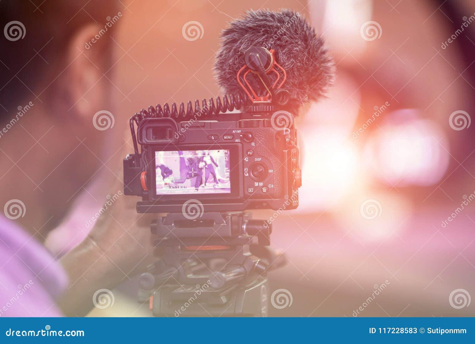 Cinematografie die in gebeurtenis met creatief en cameraman werken