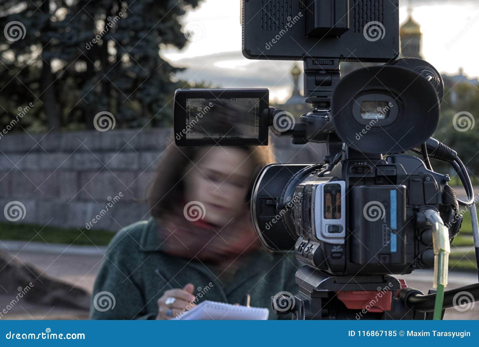 Cinepresa di televisione nello studio