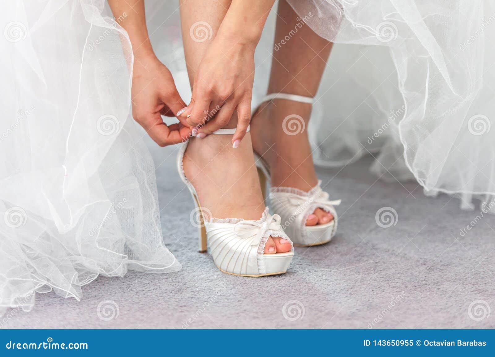 Cinghia di chiusura della scarpa di nozze della sposa