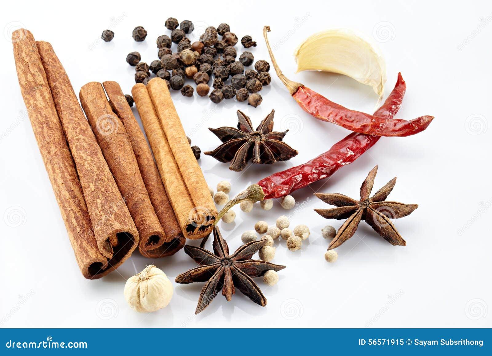 Cinnamon, poikak, chilli, garlic, black and white peppercorn. Isolated ...
