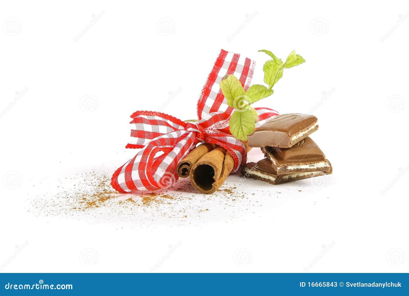 Cinnamon sticks and mint