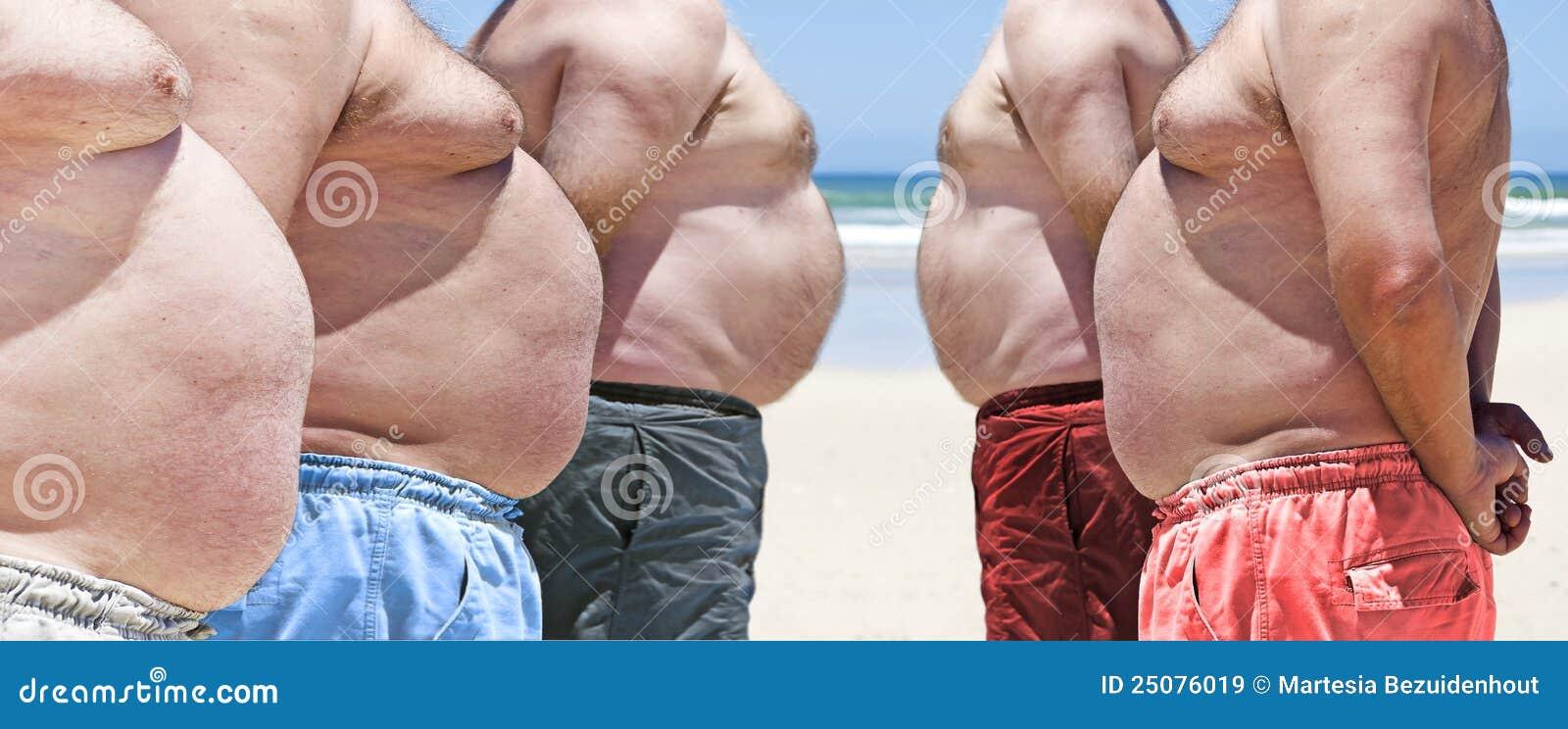Niveau marketing, ils sont au top ... - Page 2 Cinq-gros-hommes-tr%C3%A8s-ob%C3%A8ses-sur-la-plage-25076019