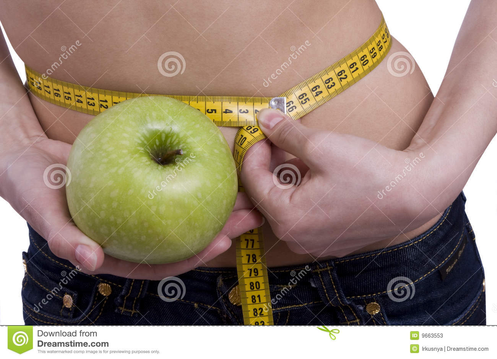 A cintura é 65.5 centímetros. Mulher, fita da medida, maçã