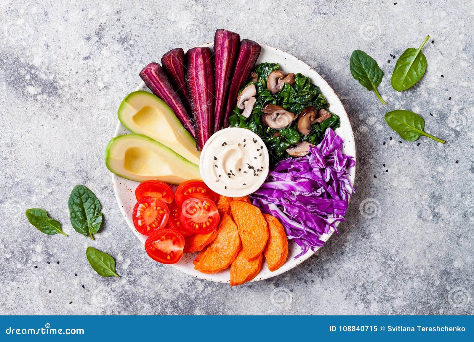 Ciotola di Buddha con la noce di burro arrostita, hummus, cavolo Vassoio vegetariano sano dello spuntino o dell aperitivo Pranzo