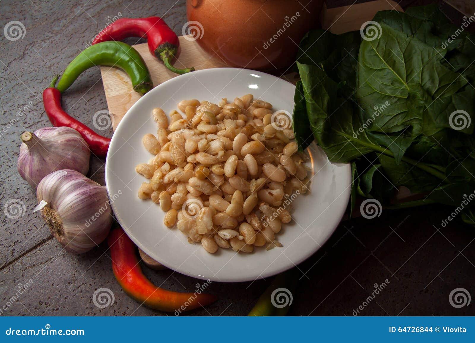Ciotola di fagioli bianchi