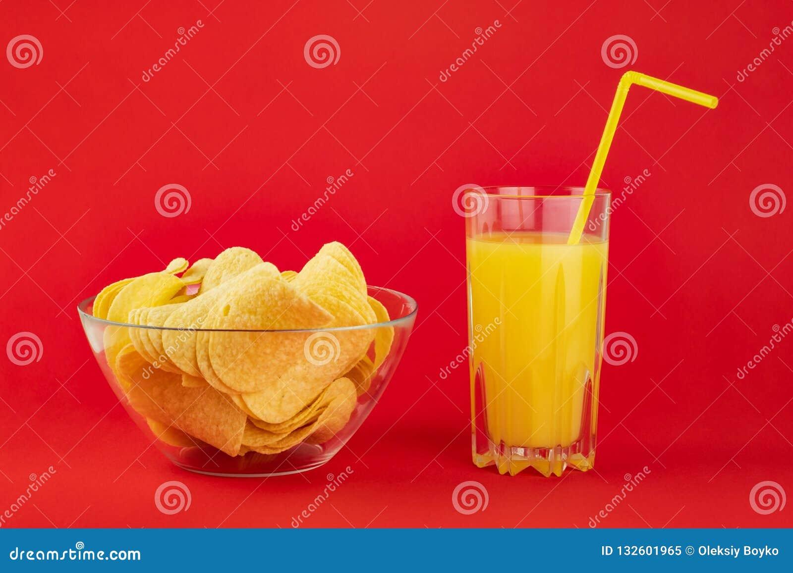Ciotola di patatine fritte e di vetro dell aranciata in BAC rosso intelligente