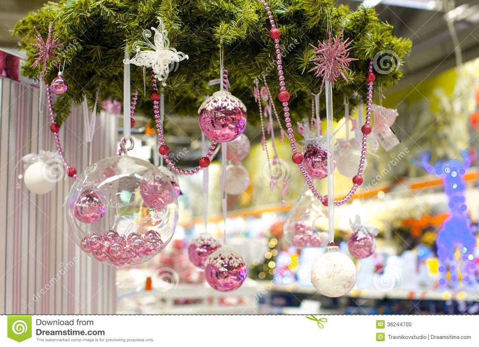 Ciotola di vetro di natale con le piccole palle rosa a for Antifurto con le palle