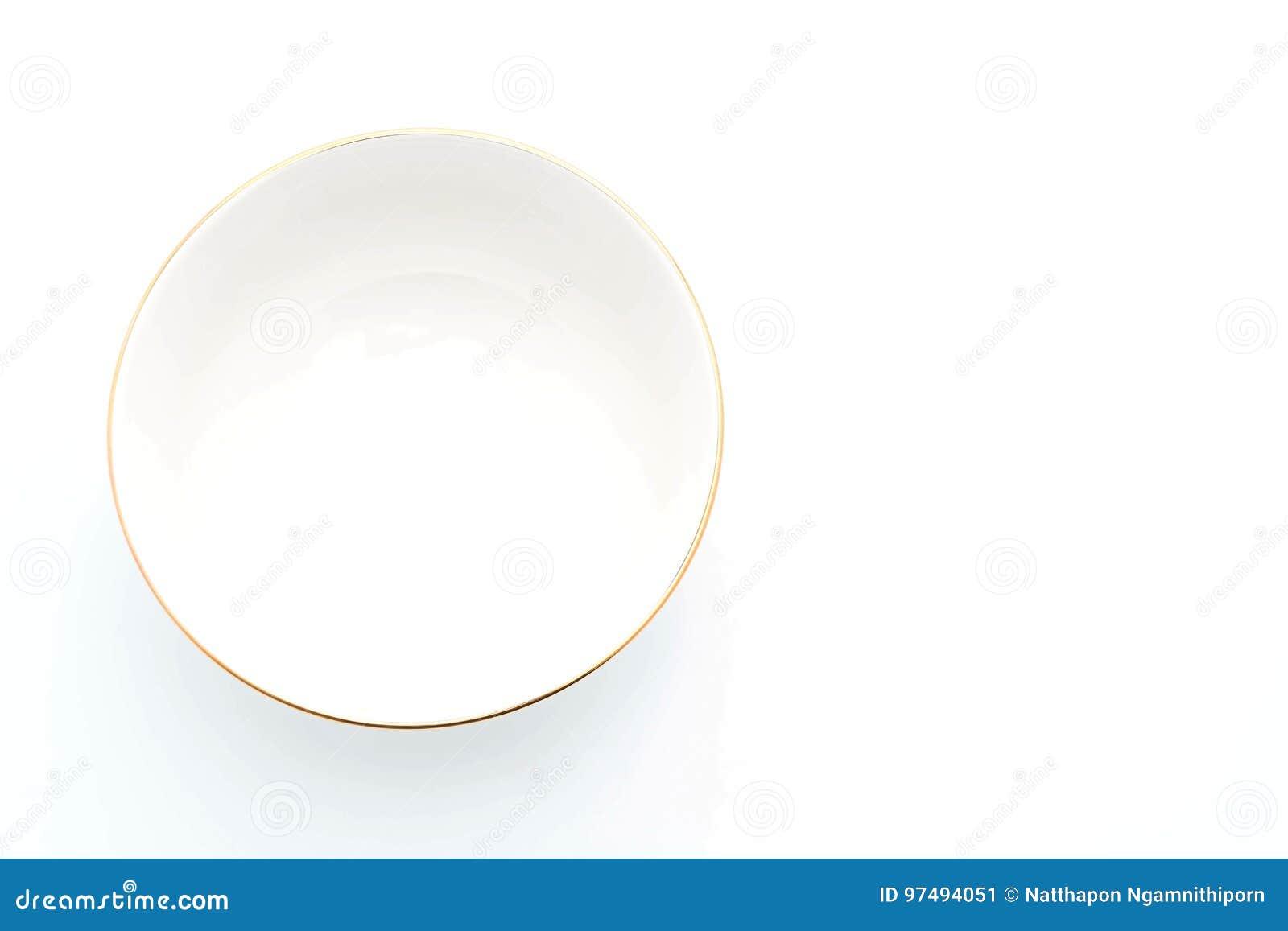 Ciotola vuota su bianco