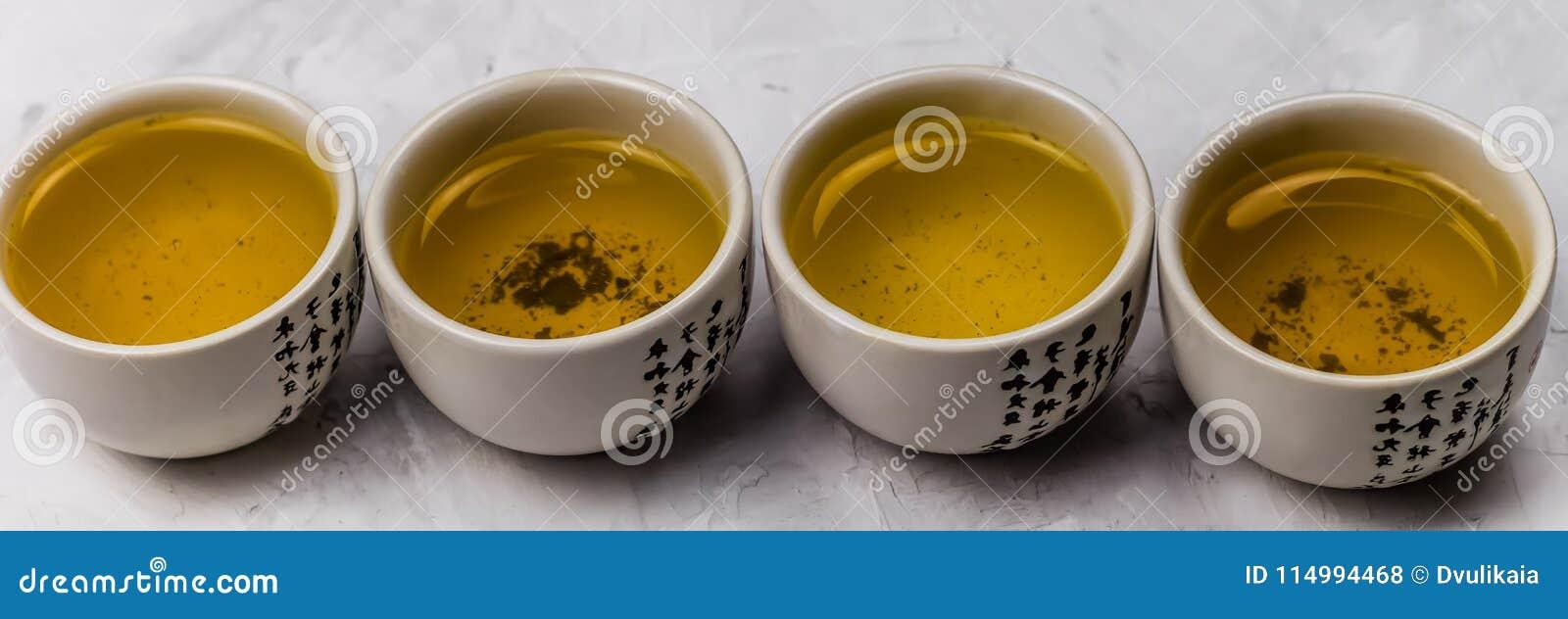 Ciotole del tè verde