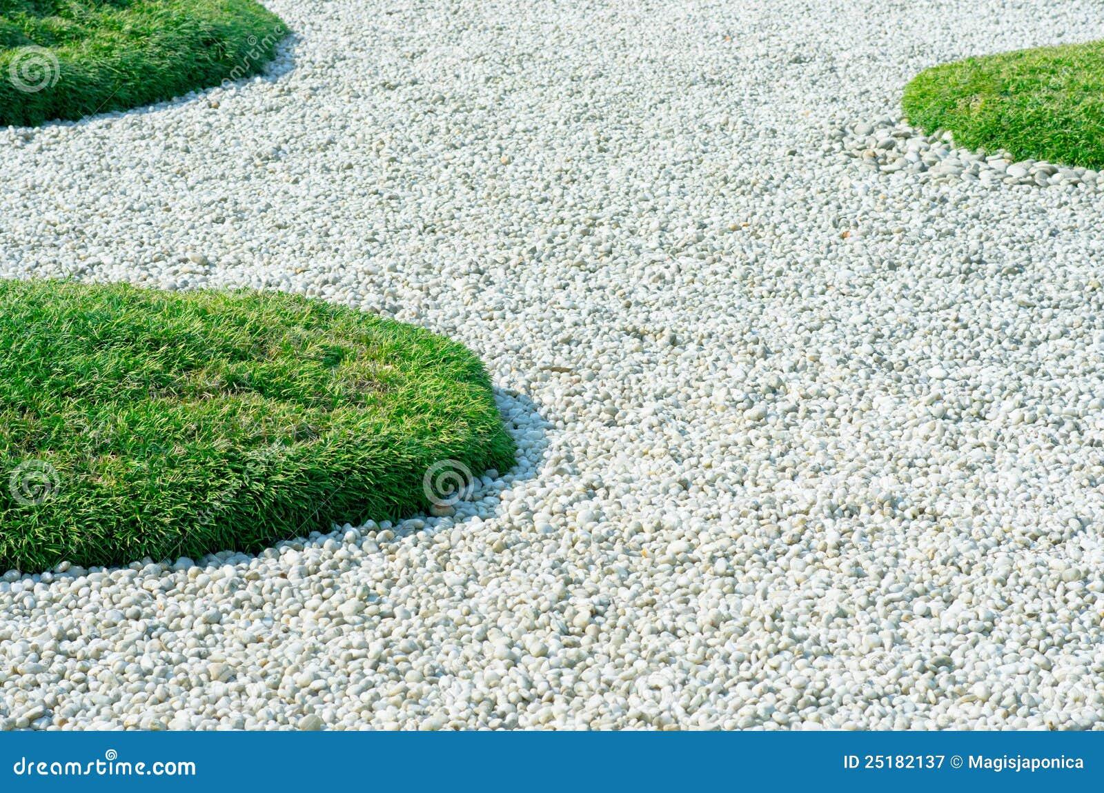 Ciottoli ed erba fotografia stock libera da diritti - Ciottoli bianchi da giardino ...