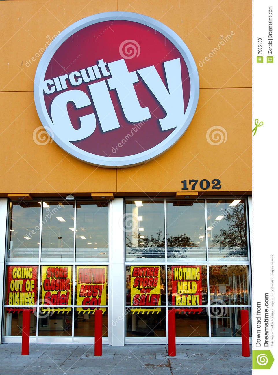 Circuit City Store Front With Signs Announcing Its Going Out Of Business Liquidation Sale