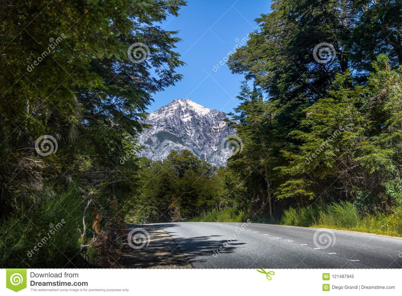 Circuito Chico : Circuito chico hiking road with snowtopped mountain on background