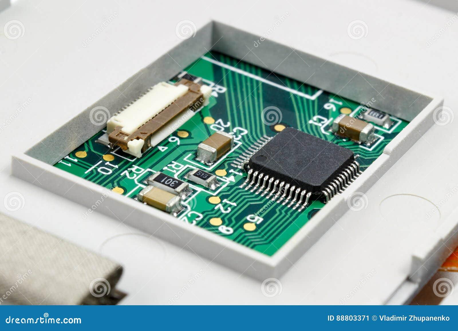 Circuito con i componenti elettronici installati nell alloggio