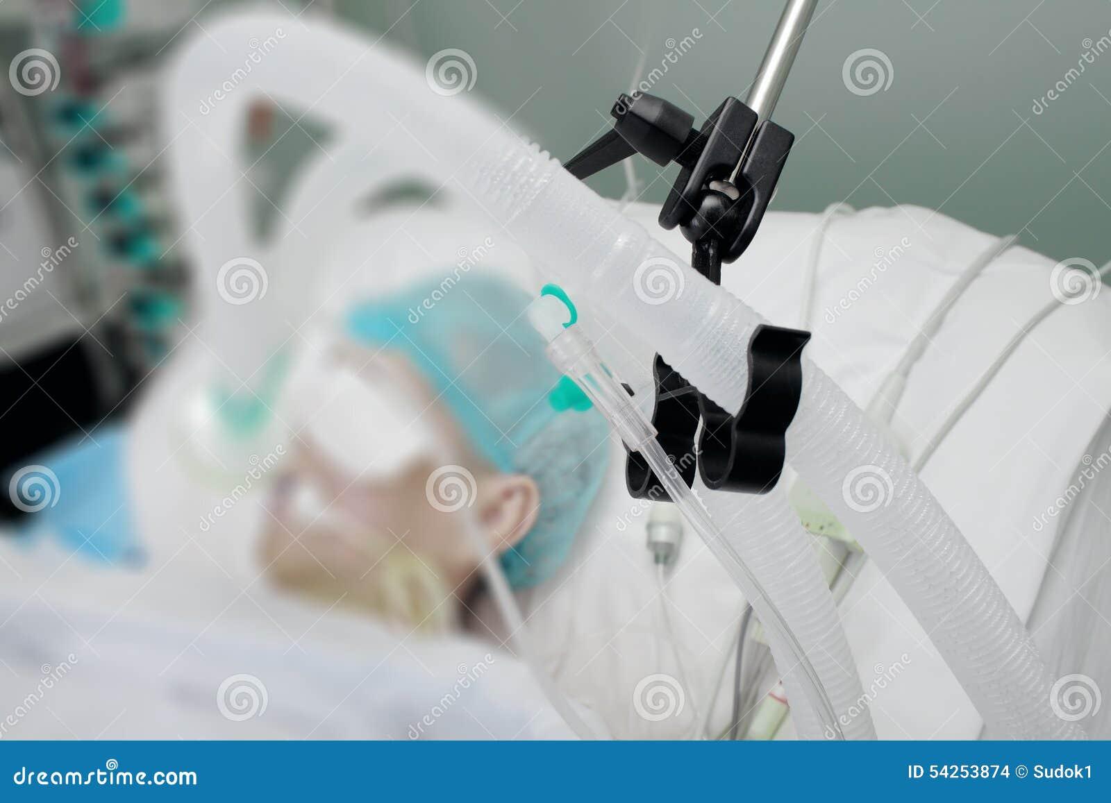 Circuito Ventilador : Circuito de respiración del paciente en el ventilador en icu foto