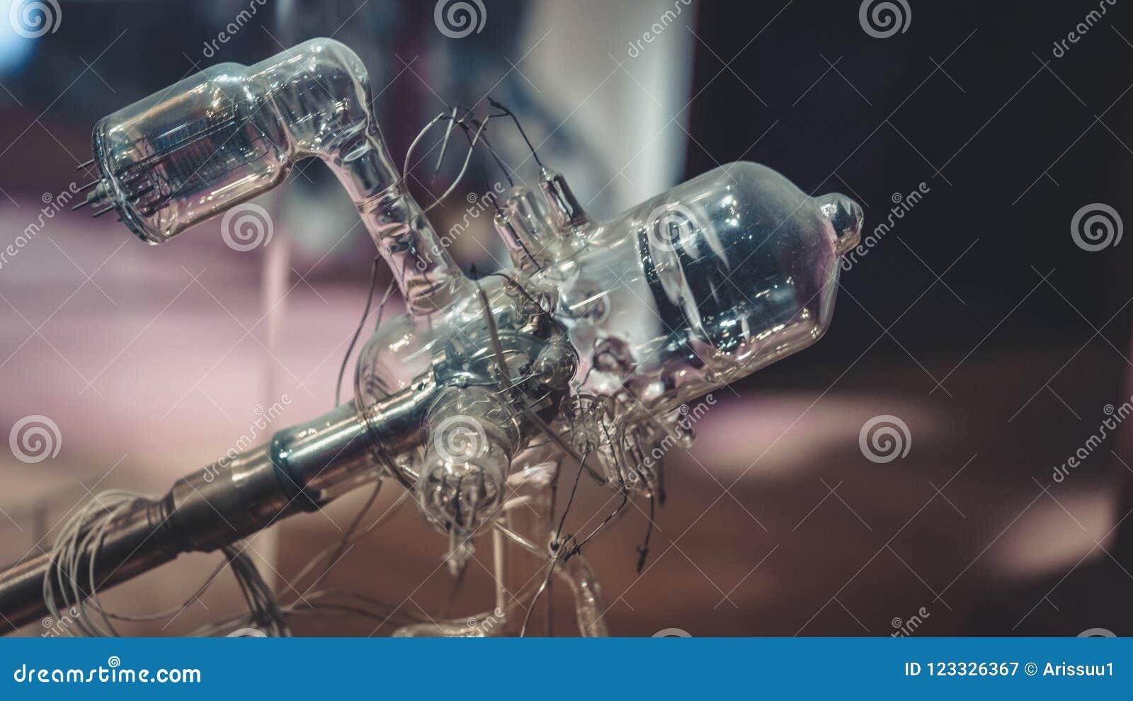 Circuito do tubo de vácuo dos diodos do elétron
