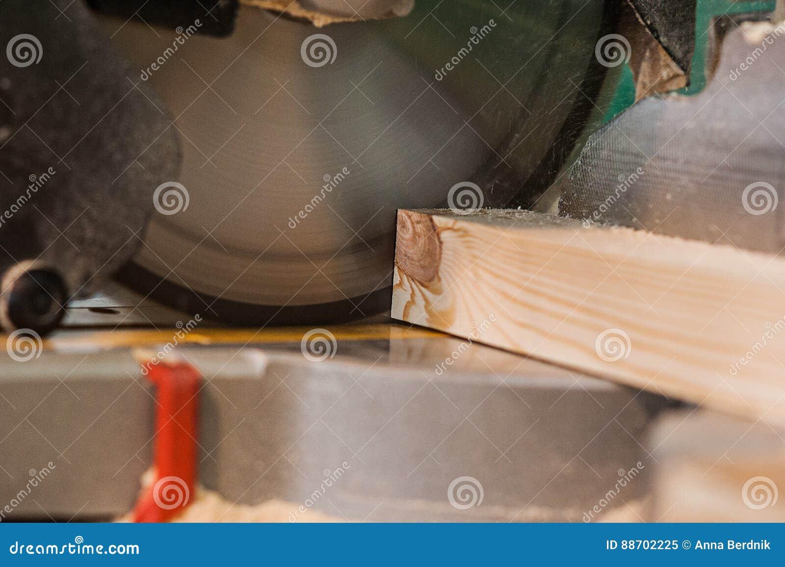 Cirkelsåg med träen strål- och mätaskala