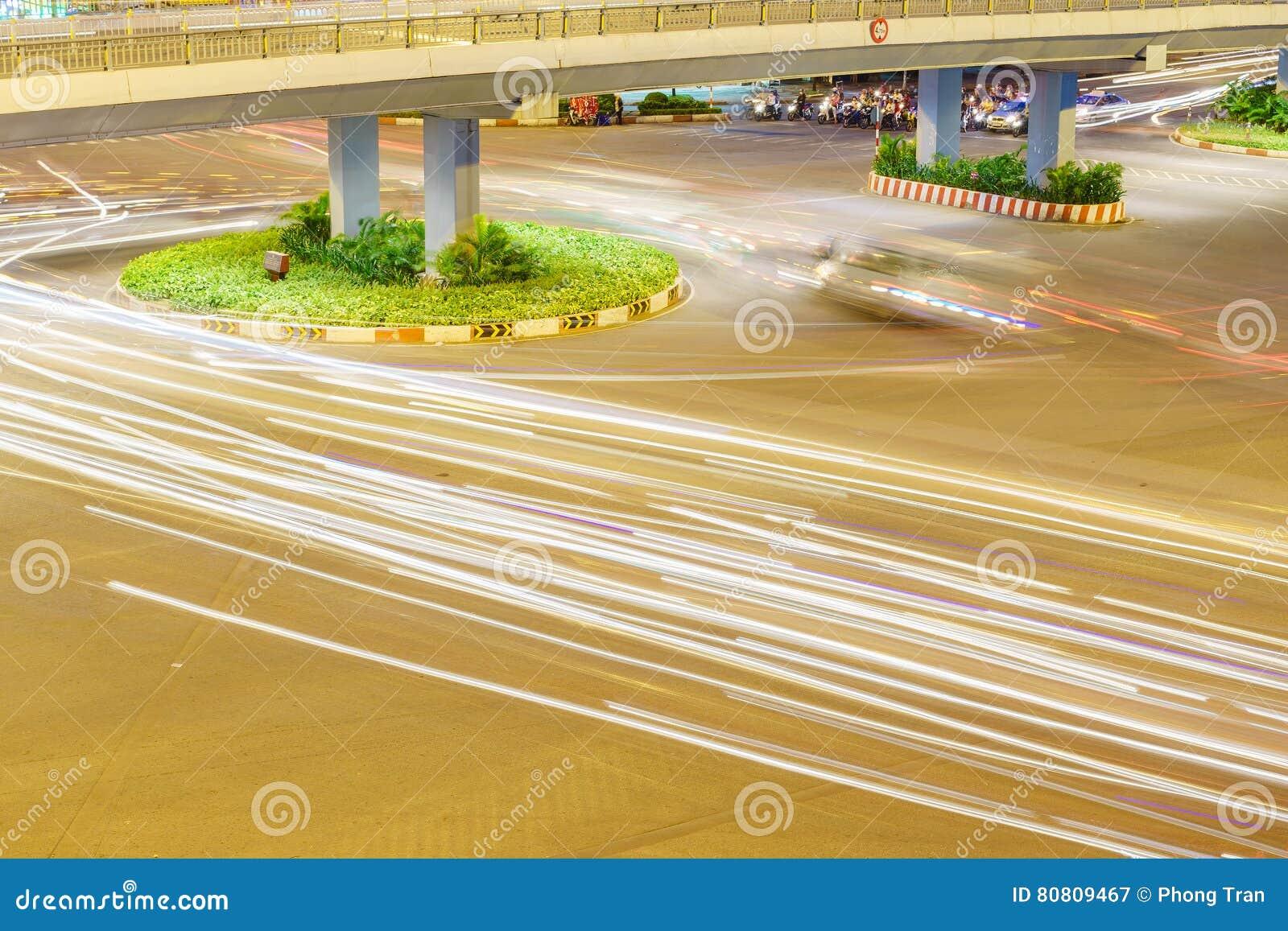 Cirkulation med medlet på den Hang Xanh genomskärningsflygparaden, Saigon, Vietnam