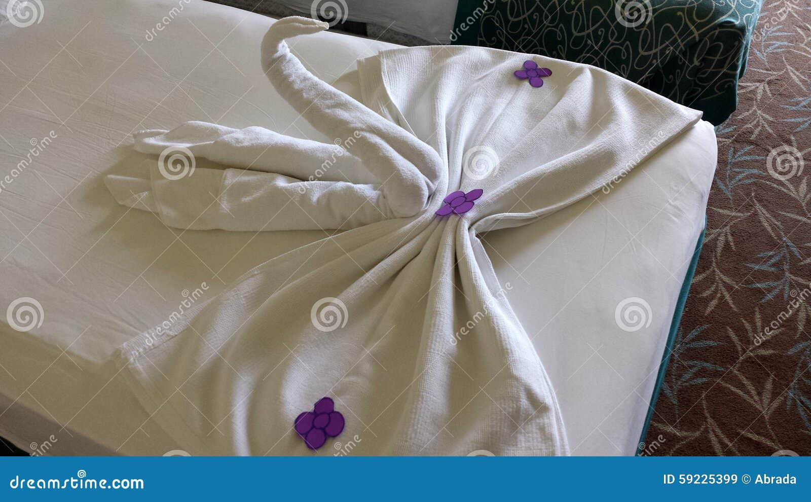Download Cisnes de toallas imagen de archivo. Imagen de decoración - 59225399