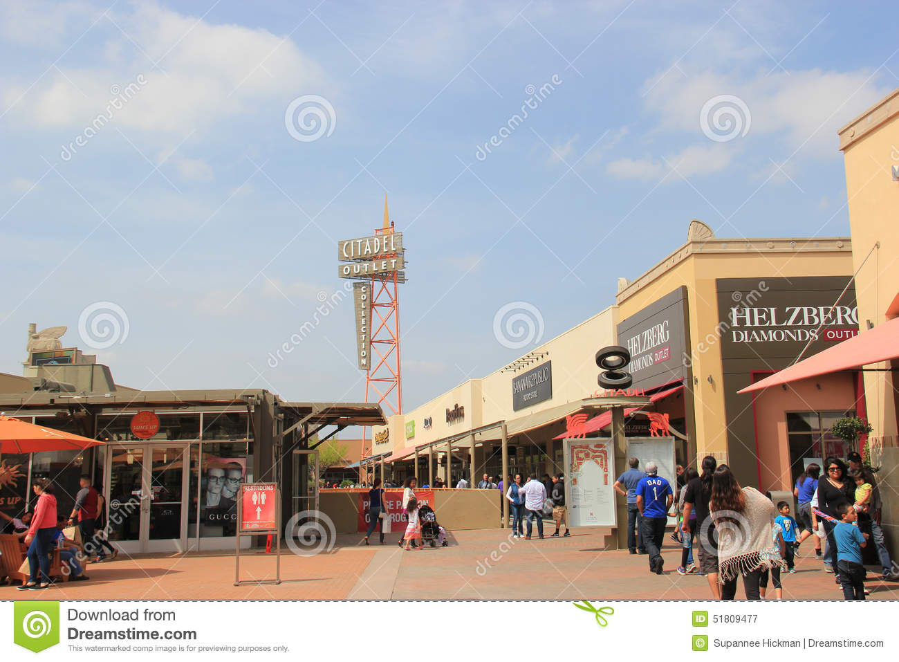 Organize your next trip to the outlet mall by knowing in advance where the mall is located, what is on sale, if the outlet offers special group discounts, when special events such as sidewalk sales are scheduled and other time-saving and money-saving information.