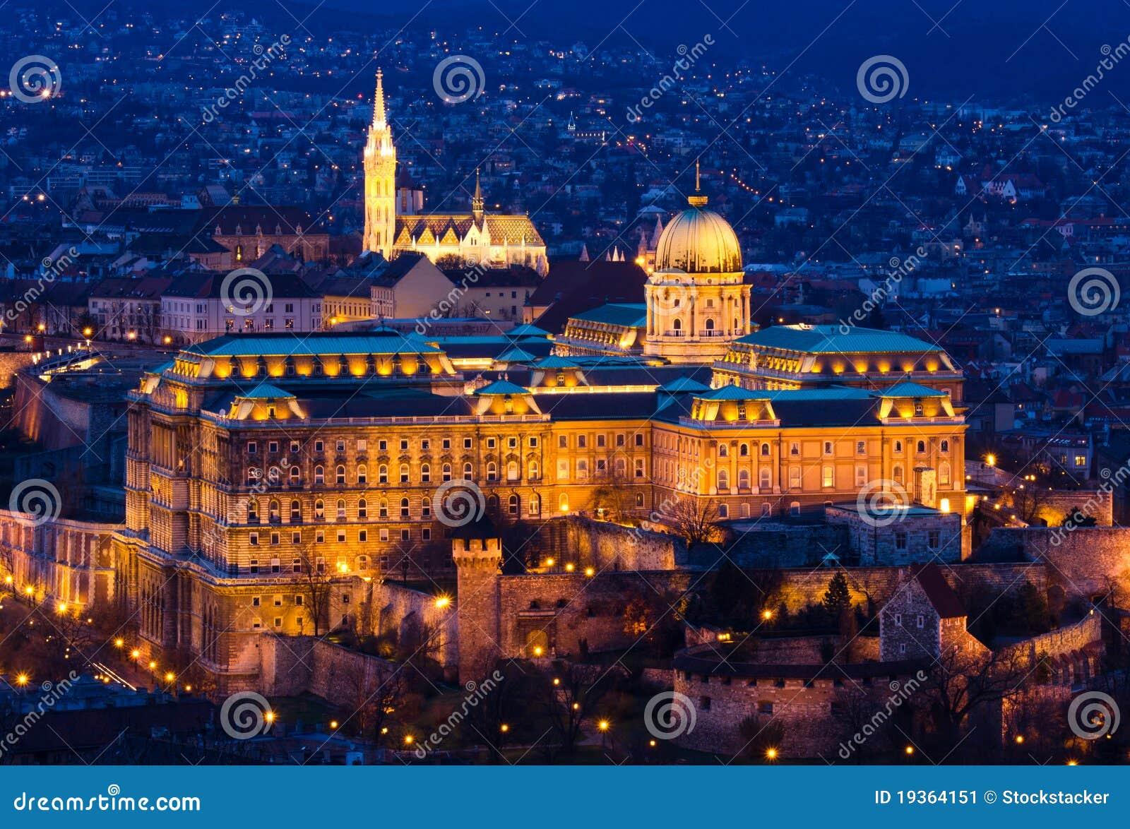 Citadela de Budapest na hora azul