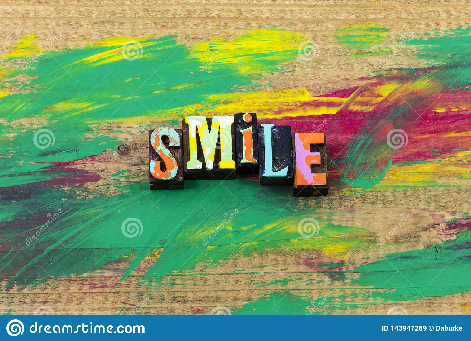Citazione felice sorridente dello scritto tipografico di espressione della gente di emozione di sorriso