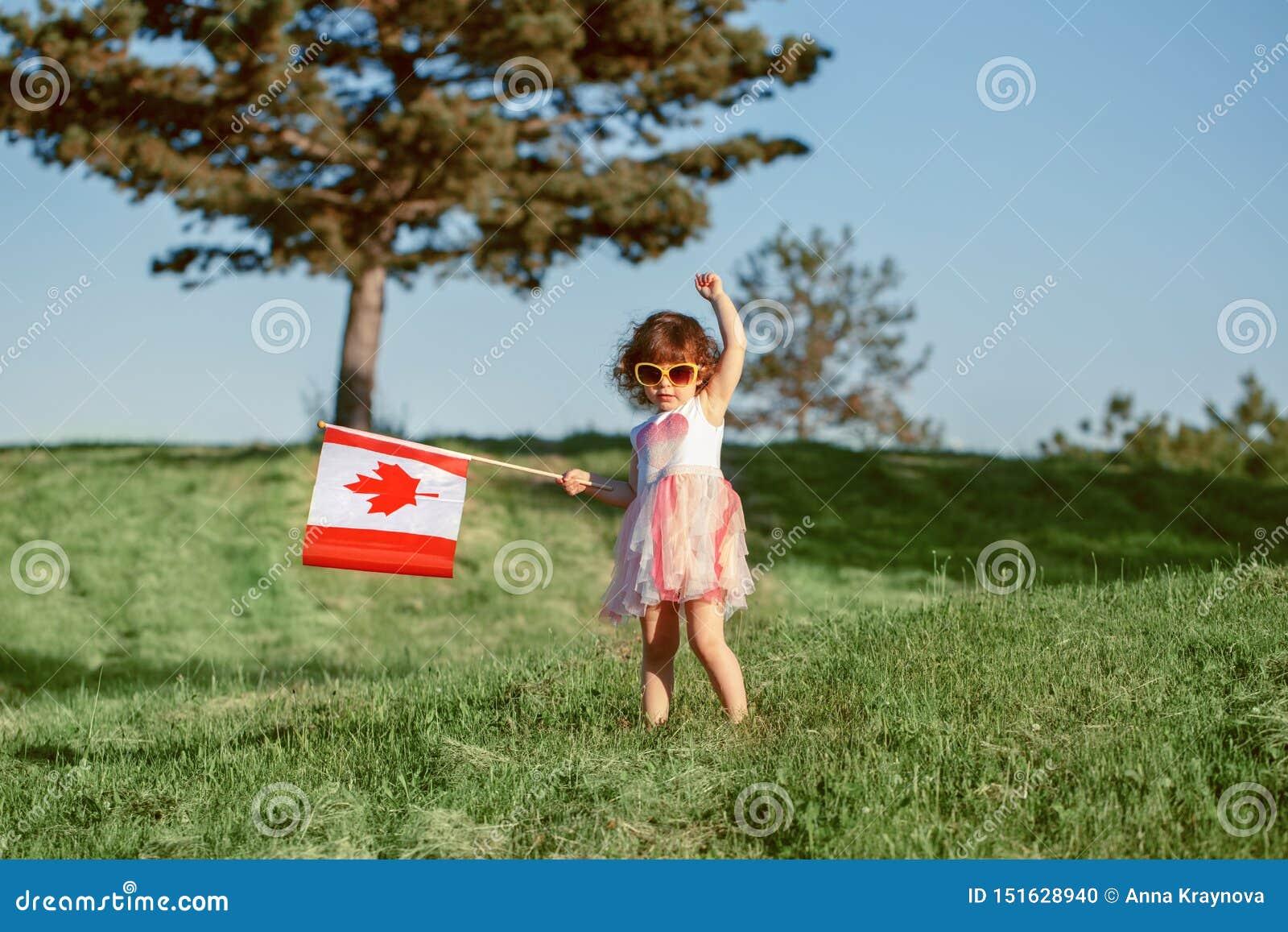 Citoyen d enfant d enfant célébrant le jour du Canada le 1er juillet