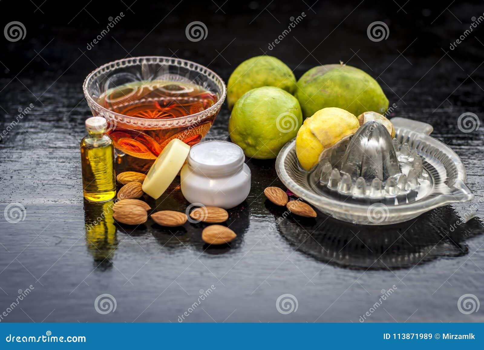 Citronansiktsmask med alla dess ingredienser
