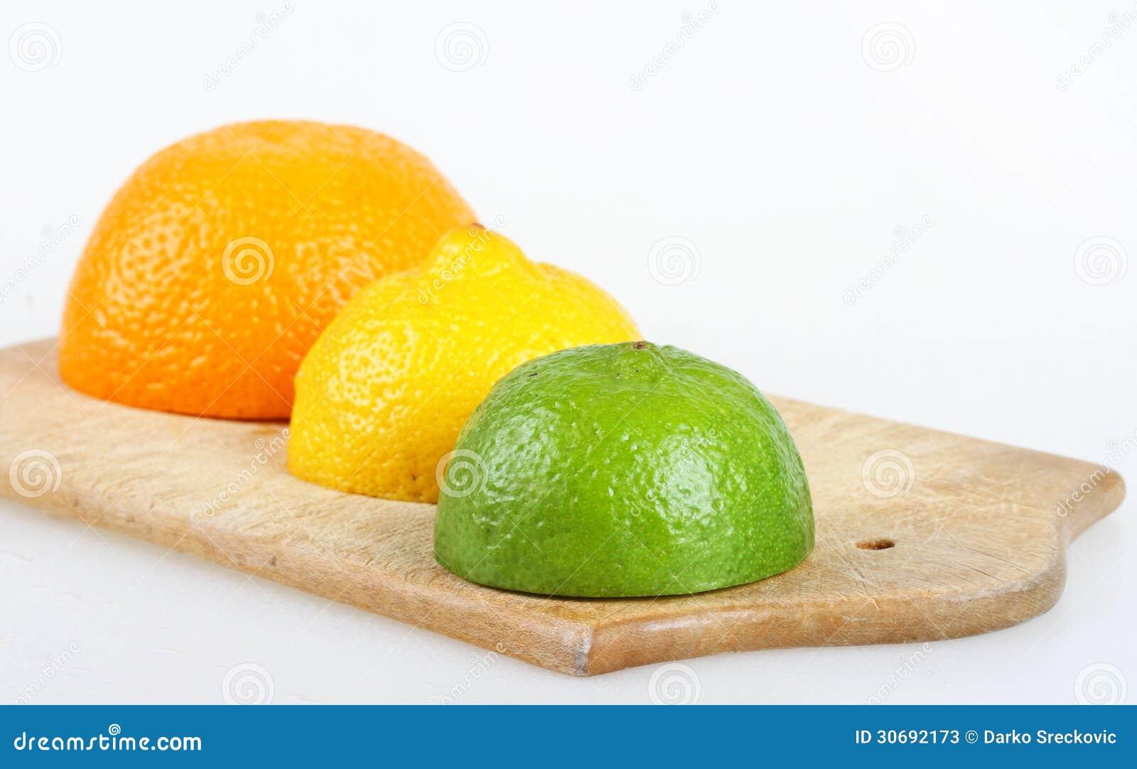 how to cut a lemon in half