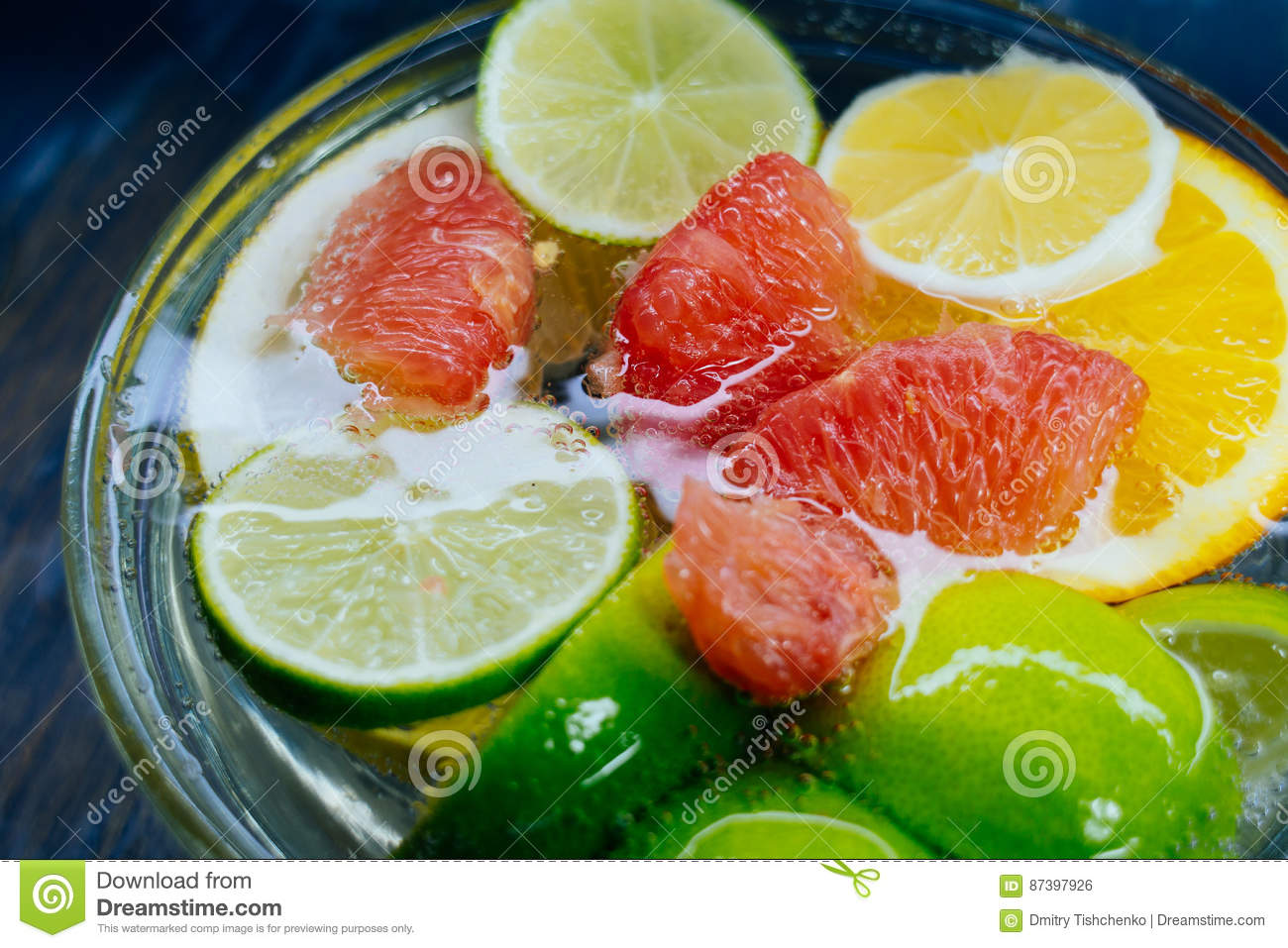 Citrus in water with bubbles in transparent plate Oranges, lemon