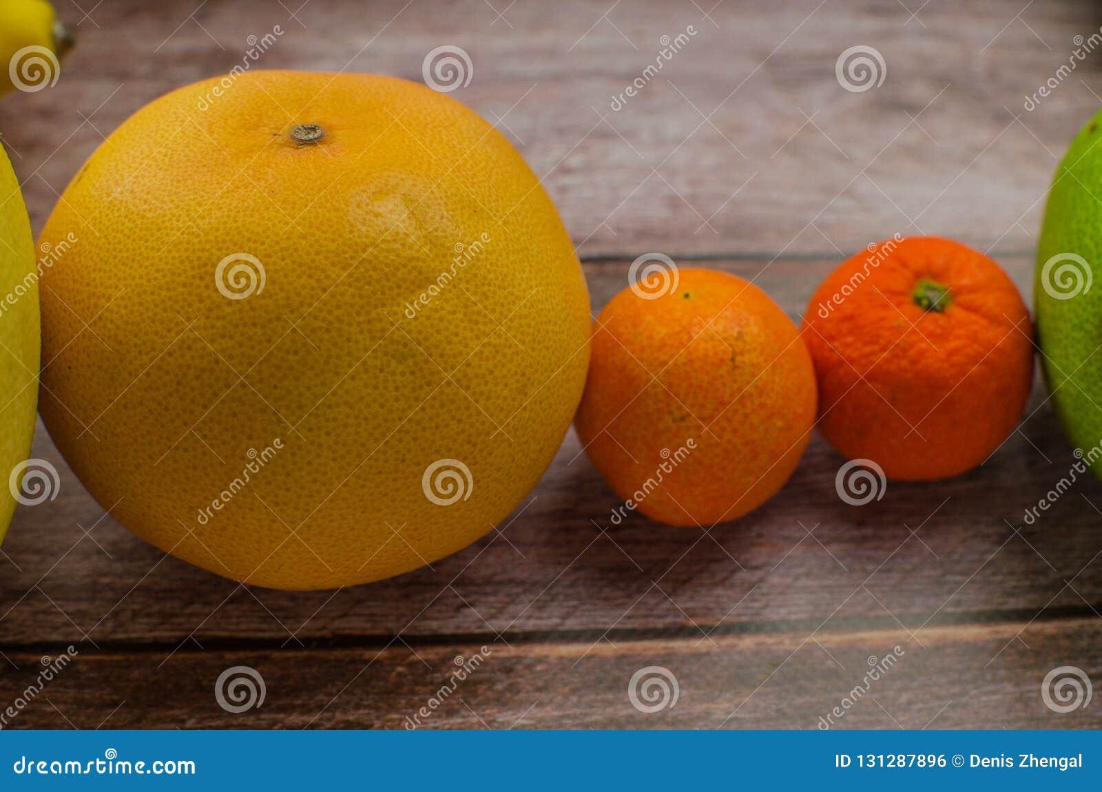 Citrusvruchtensinaasappel, citroen, grapefruit, mandarin, kalk