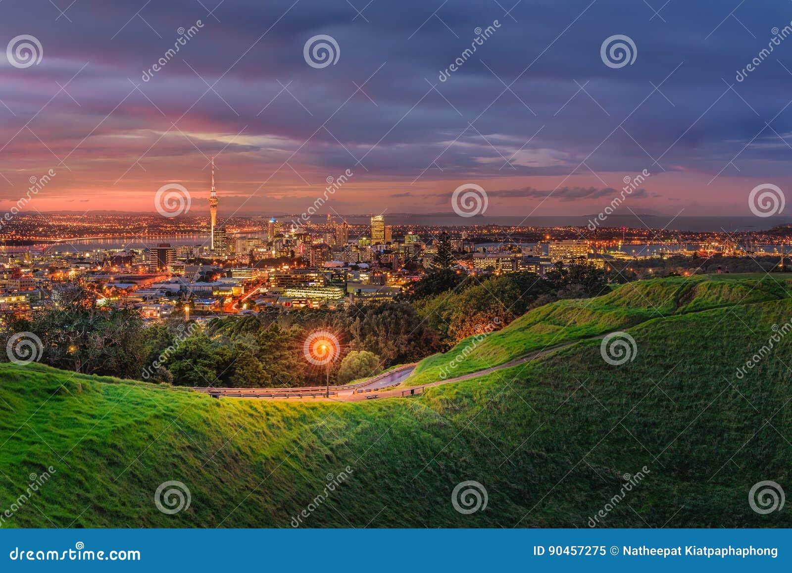 Città di Auckland dal vulcano dell Eden della montagna Auckland, Nuova Zelanda