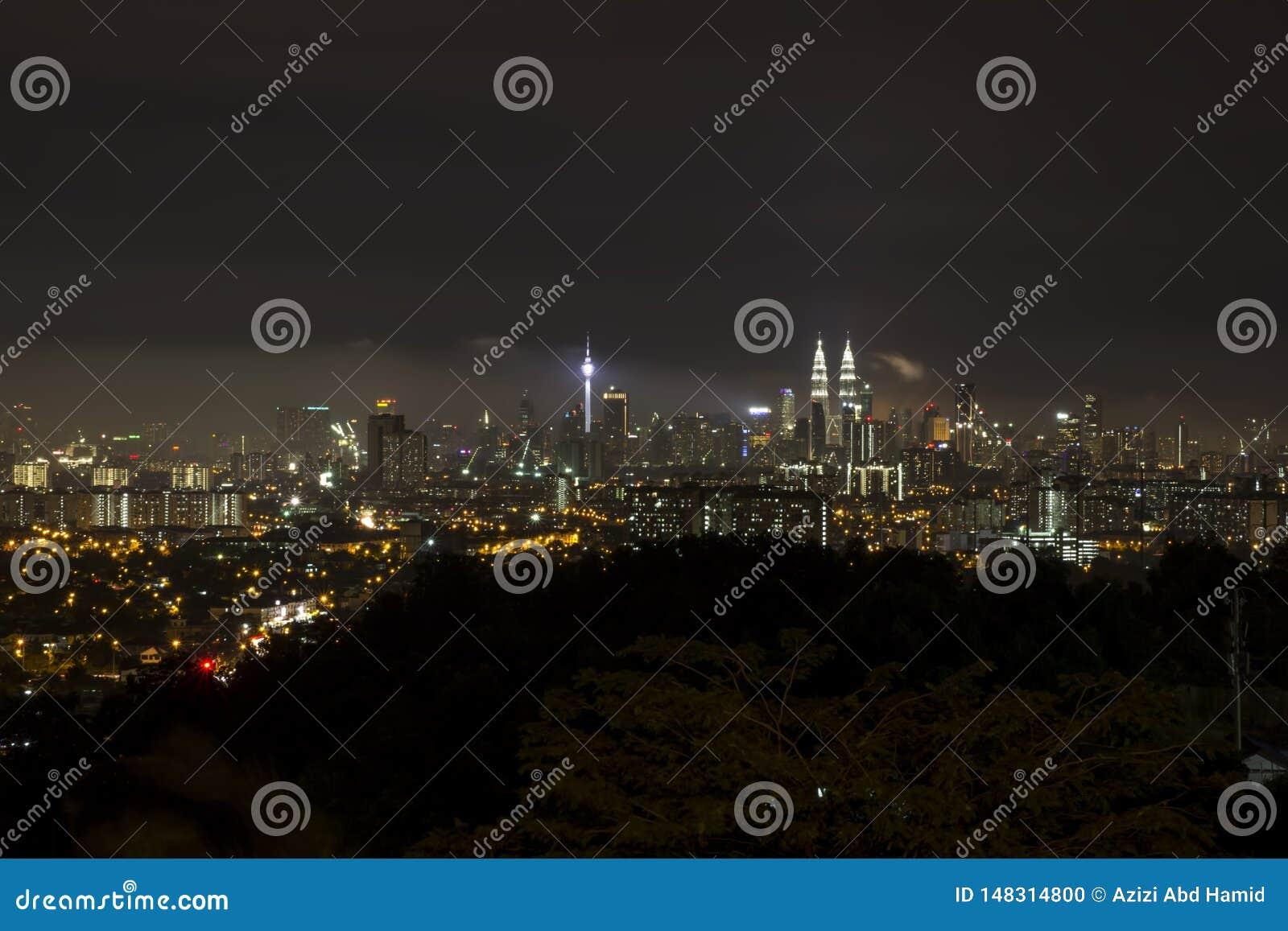 Città di chilolitro alla notte da una distanza