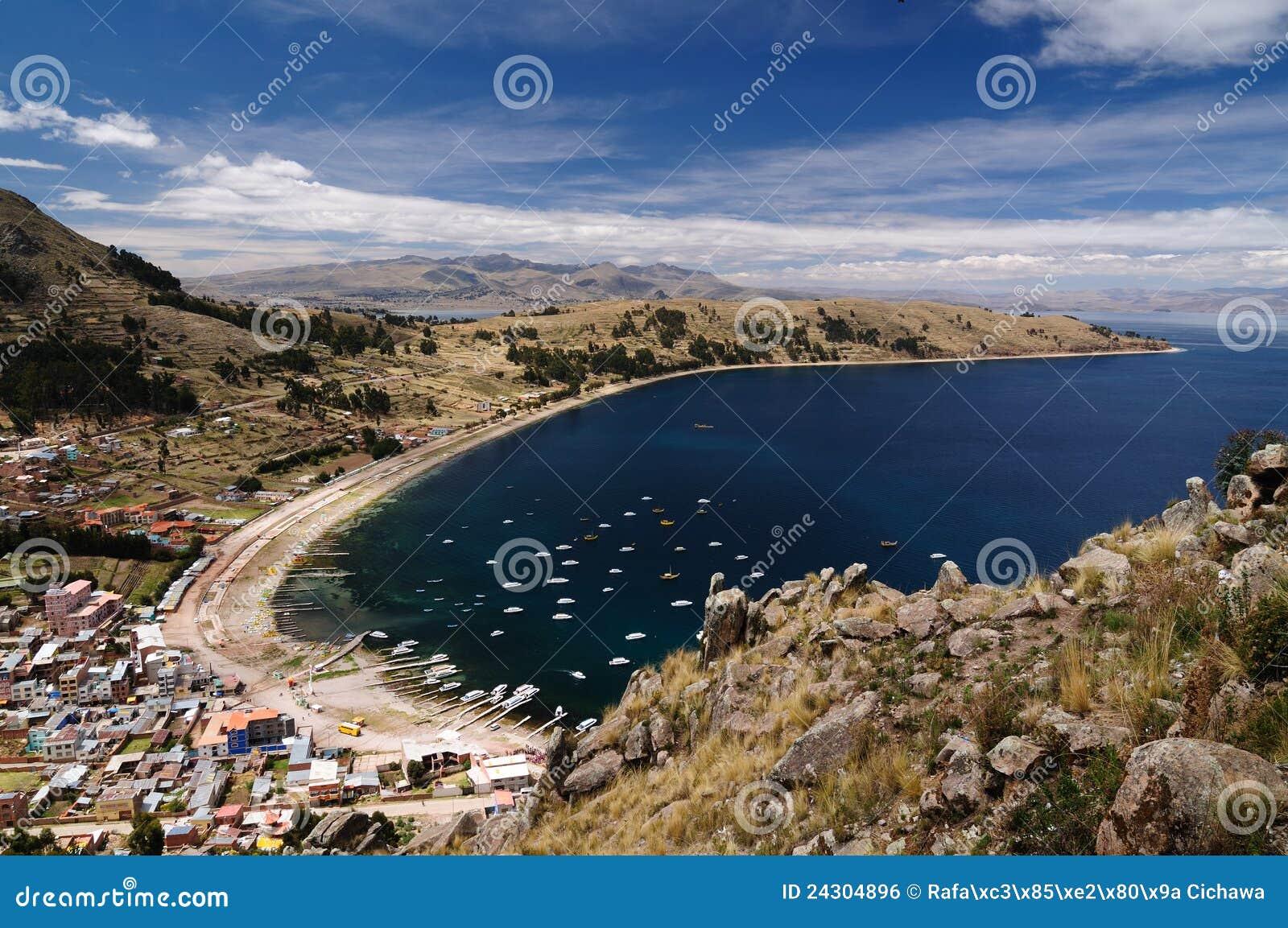 Citt di copacabana lago titicaca bolivia immagine stock for Affitti cabina grande lago orso